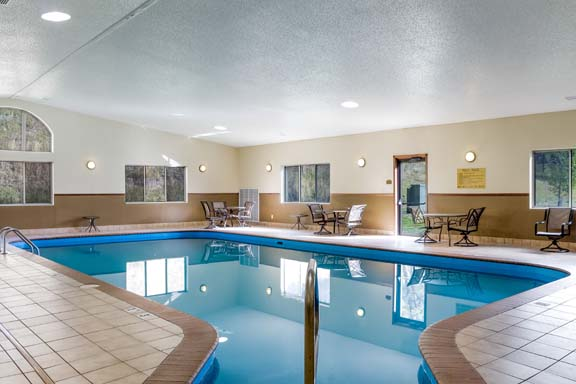Custer Comfort Inn and Suites Pool